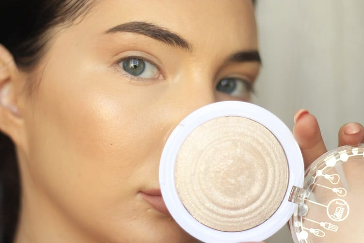 IS LIQUID OR POWDER FOUNDATION BETTER FOR SENSITIVE SKIN?