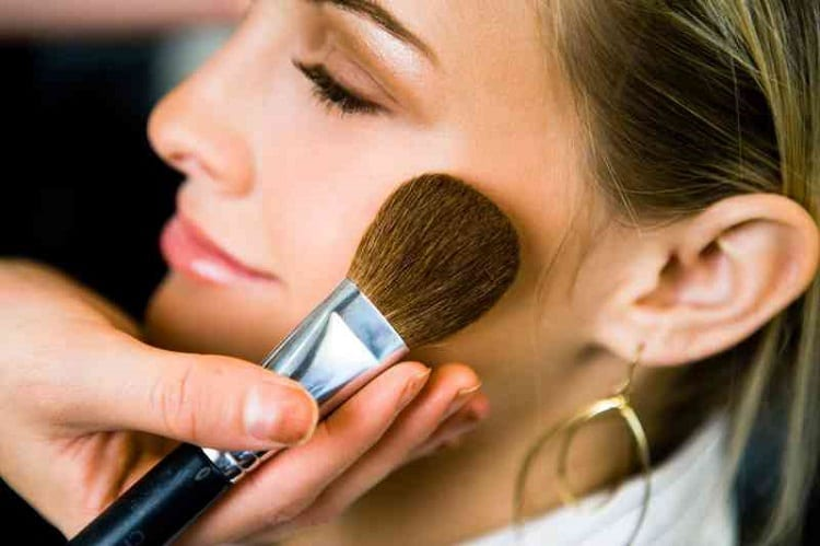 SHOULD YOU APPLY BRONZER ALL OVER YOUR FACE?