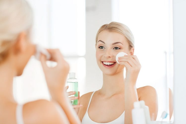 WHY IS TONER GOOD FOR OILY SKIN?