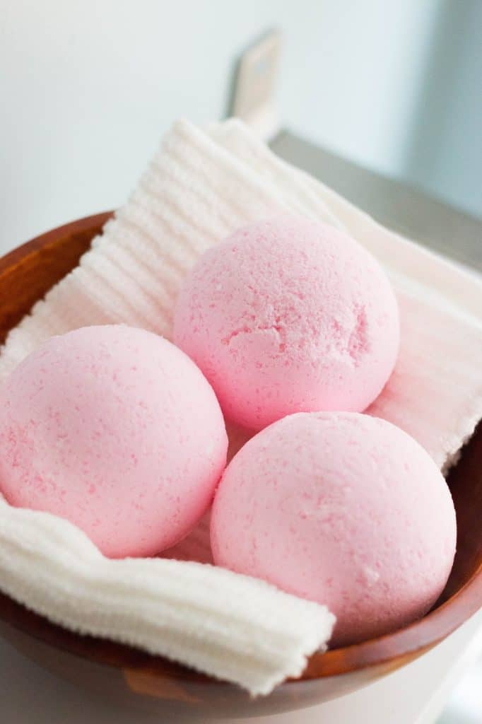 How to Make DIY Lush Bath Bombs Without Citric Acid? 9